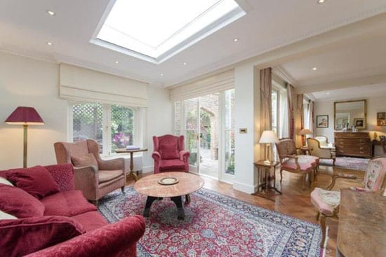 1 Cheyne Mews is unusually light and spacious for a London mews house