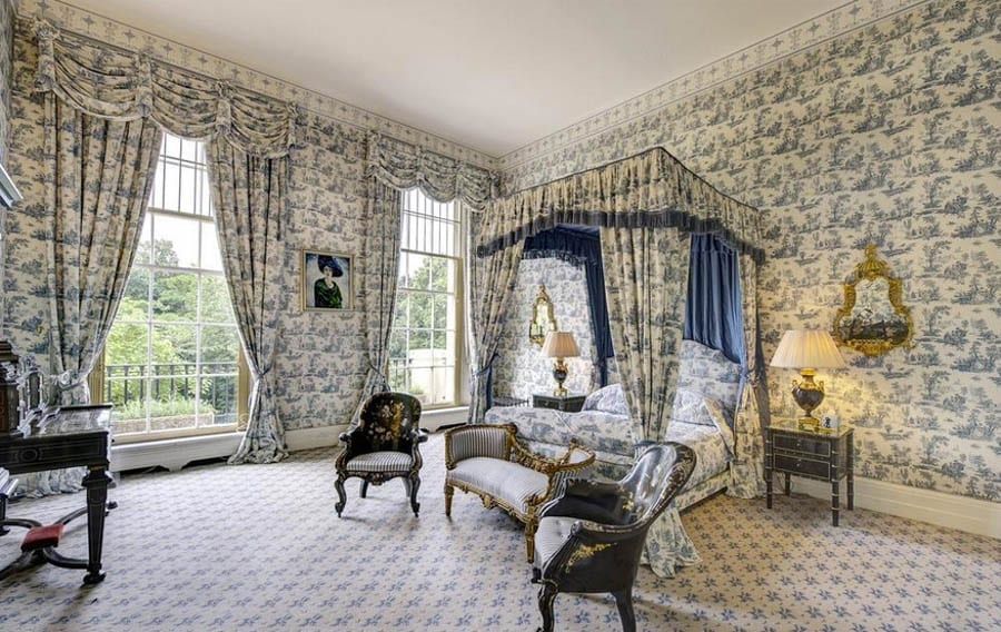 A Base in Bayswater – First floor apartment at 19 Hyde Park Gardens, London, W2 2LY – For sale through Aylesford for of £12 million ($15.9 million, €13.5 million or درهم58.6 million).