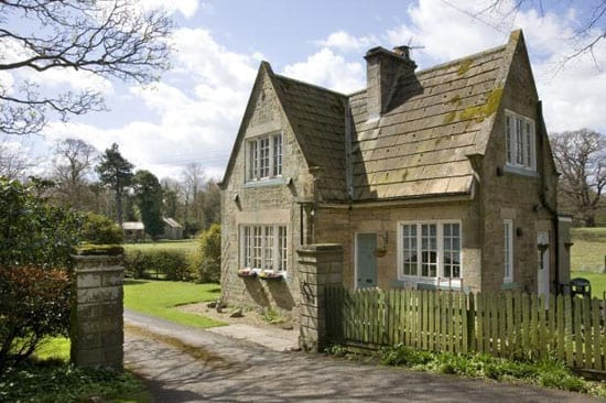 A 2 bedroomed lodge cottage stands at the entrance to this small estate