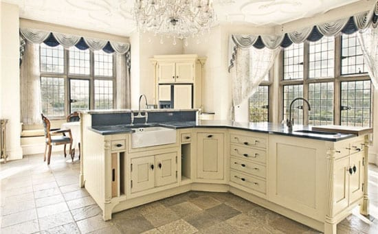 A former reception room has been turned into a large breakfast kitchen