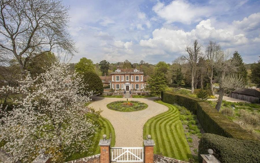 Missenden Murders – Filming location for Midsomer Murders and The Vicar of Dibley – Missenden House, Little Missenden, Amersham, Buckinghamshire, HP7 0RD for sale for £3.95 million ($4.86 million, €4.62 million or درهم17.85 million) through Savills
