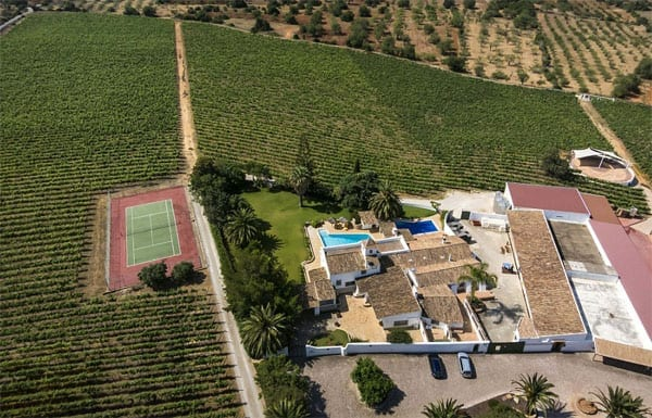 A wining singer – Quinta do Miradouro and Adega do Cantor, Albufeira, Portugal – Sir Cliff Richard wines, Lesley and Nigel Birch – Vida Nova and Onda Nova wines – For sale for £7.5 million ($10.7 million or €9.5 million)