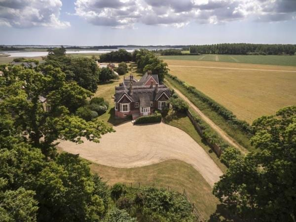 A cultural cottage - Snape Bridge House, Snape Maltings, Snape, Suffolk, IP17 1SS - £1.5 million