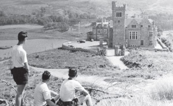 An image of the castle from the 1950s shows a distinct lack of vegetation