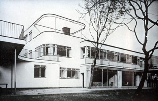 An image of the house prior to 1970s modifications