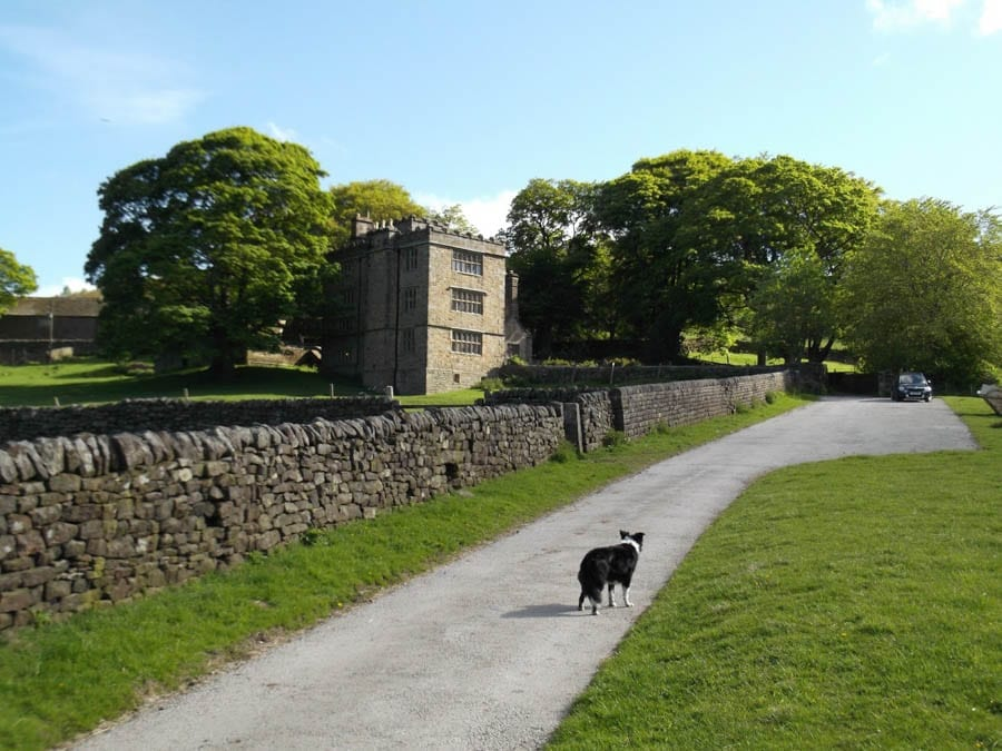Living Eyre – North Lees Hall, Birley Lane, Hathersage, Derbyshire, S32 1BR, United Kingdom – £1,200 per month ($1,484, €1,402 or درهم5,453 per month) or alternatively take 154 Chelsea Cloisters, Sloane Avenue, Chelsea, London, SW3 3DR for the same sum