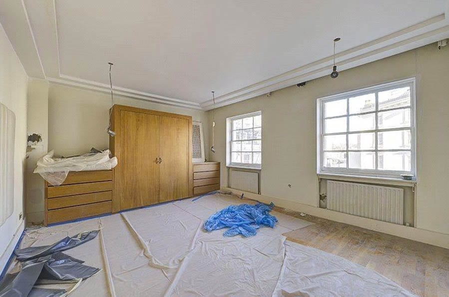A £5m Fixer Upper – Unmodernised third floor flat in Eaton Place, Belgravia, London, SW1X – £4.95 million ($6.16 million, €5.84 million or درهم22.64 million) through Knight Frank – Roy Brooks Brothel in Pimlico
