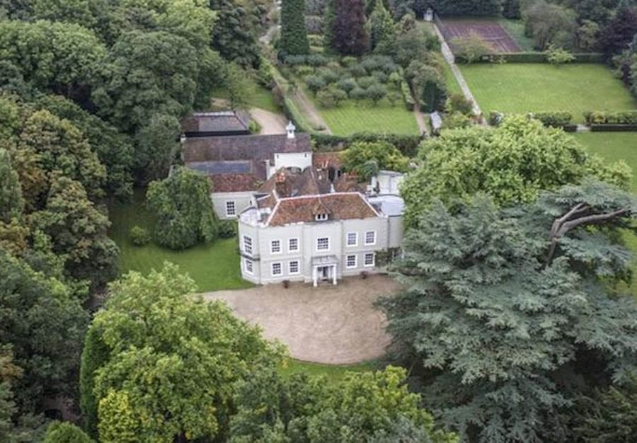 The Stars of Beel – Beel House, Little Chalfont, Amersham, Buckinghamshire, HP7 9QP, United Kingdom – For sale for £3.95 million ($5.29 million, €4.47 million or درهم19.44 million) through Knight Frank – Former home of The Hon. Lady Caroline Cavendish, Colonel Abram Arthur Lyle, Sir Dirk Bogarde, Basil Dearden, Sharon and Ozzy Osbourne, Matt Aitken and Robert Kilroy-Silk