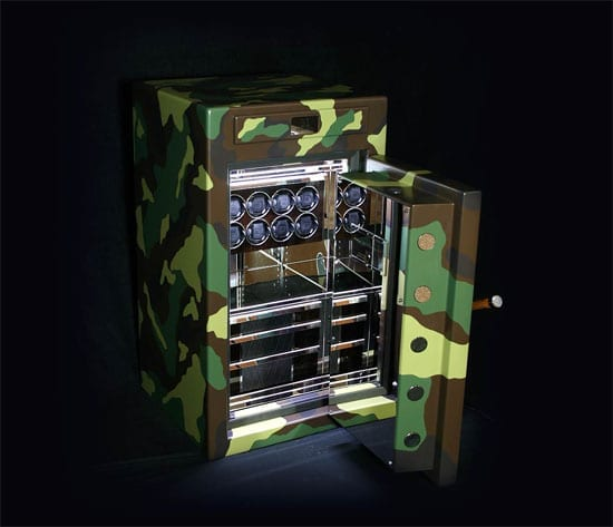 The interior of the safe is illustrative of the quality of the workmanship