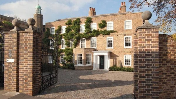 Clarence House 600 1