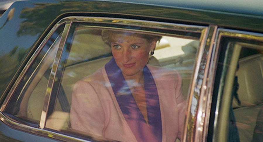Diana's Drive – Up-armoured ex-British Embassy in Washington 1987 Rolls-Royce Silver Spur I used by late Diana, Princess of Wales to be auctioned by Auctions America at their Labour Day sale in Auburn, Indiana from 31st August to 3rd September 2017 – Estimate of £35,000 to £42,000 ($45,000 to $55,000, €38,000 to €47,000 or درهم165,000 to درهم202,000).