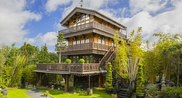 A House for Heidi (in Hampton Court) – Britain's strangest house goes on sale for £10 million ($12.2 million or €11.1 million); you'd expect to find it in Switzerland rather than Hampton Court – The Chalet, Hampton Riviera, Hampton Court, East Moseley, Surrey, KT8 9BP – Myck Djurberg