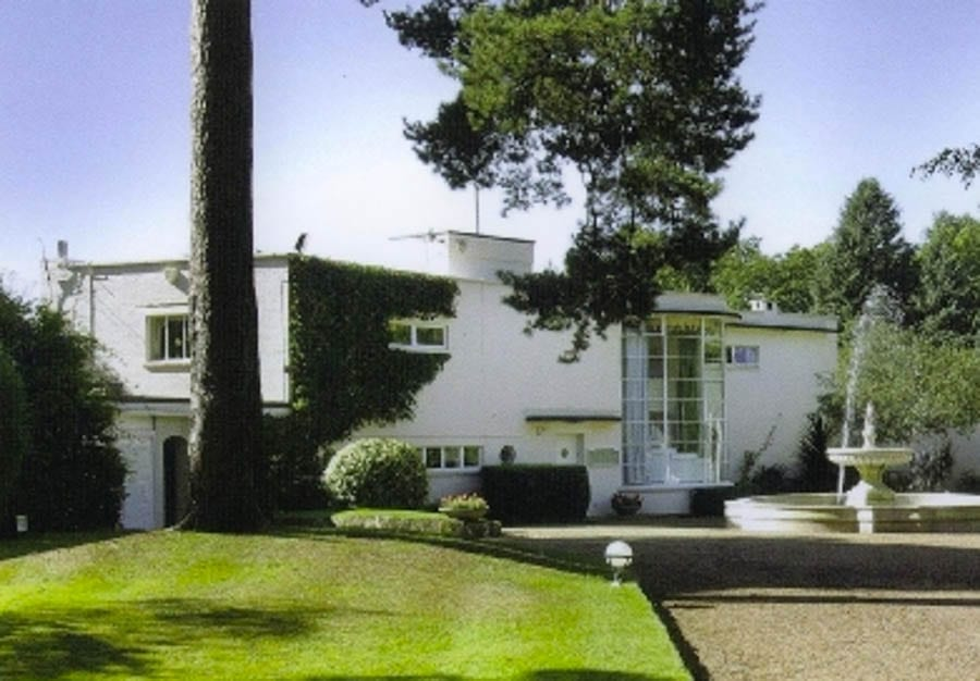The Cherry on the Cake – Cherry Hill, Portnall Drive, Wentworth Estate, Virginia Water, Surrey, GU25 4NN, United Kingdom - £30 milllion ($37.5 million, €35 million or درهم137.7 million) – For sale through Christie's International Real Estate – Originally known as Holthanger and built between 1933 and 1936 – Designed by architect Oliver Hill (1887 – 1968) – Adjacent to the fourth fairway of the Wentworth Golf Course