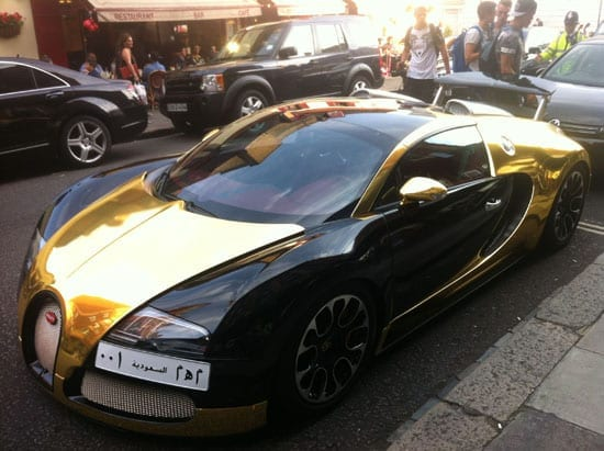 """This gold Bugatti Veyron wins the title of """"London's most gaudy car"""""""