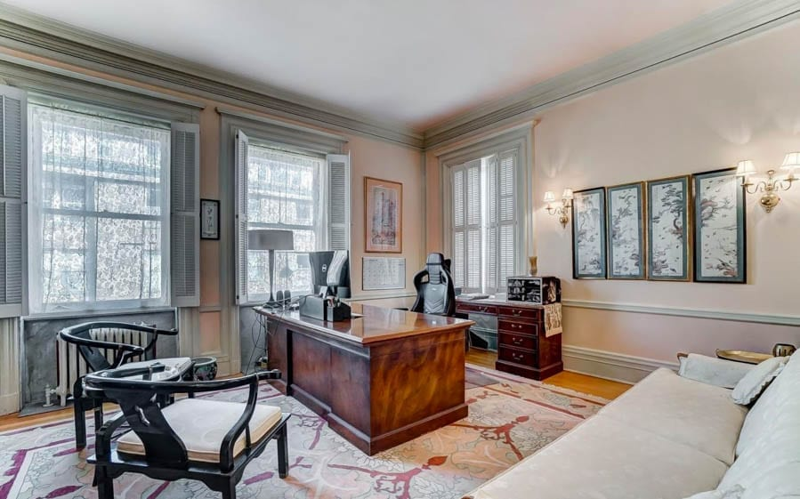 Clocks & Crime – ($599,000 €545,000 or درهم2.2 million) for Herschede Mansion, 3886 Reading Road, North Avondale, Cincinnati, Ohio, OH 45229, United States of America – For sale through agents Coldwell Banker West Shell – Italian Renaissance style mansion in Cincinnati, Ohio for sale; it was built for a clockmaker, home to Burt Reynolds' first wife Judy Carne's lawyer and more recently a convicted sexual offender named Ian D. Reynolds.