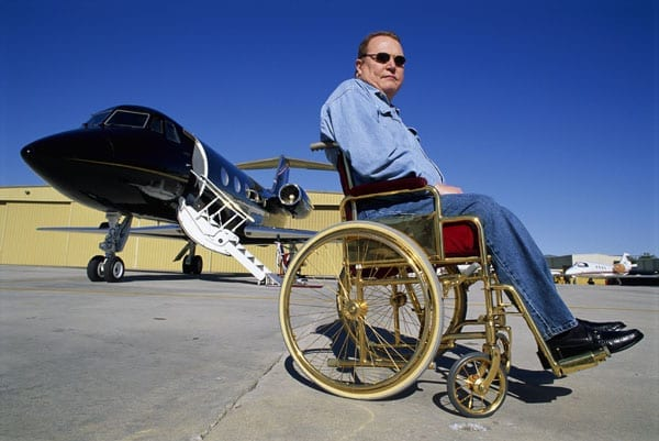 Hustling Trump – Larry Flynt responded to Donald Trump's remarks about the size of his manhood with a very public challenge last week