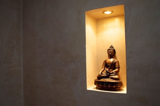 Buddhas can be found throughout the villa.