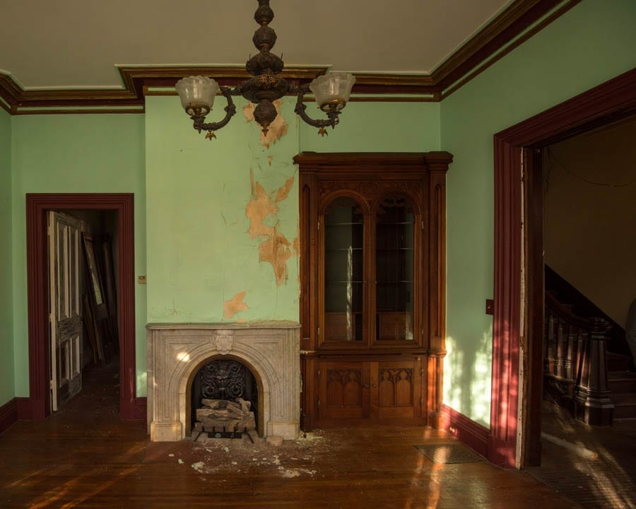 An Electric Mansion - £37,000 for 113 North Street, Auburn, New York – Victorian New York state mansion in the area where the world's first execution by electric chair occurred goes on sale for just £37,000 –James Seymour Mansion, 113 North Street, Auburn, Cayuga County, New York, NY 13021, United States of America – For sale for £37,000 ($50,000, €45,000 or درهم184,000) with a deadline of 5pm on Wednesday 18th December 2019 through Michael DeRosa.