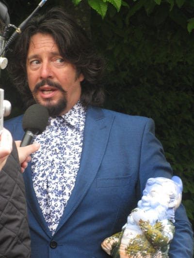 Laurence Llewelyn-Bowen threw on a typically flowery shirt