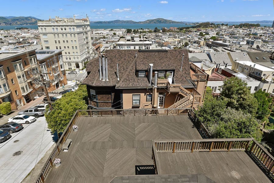 Parked in Pacific Heights – 2190 Vallejo Street, Pacific Heights, San Francisco, California, CA 93123, United States of America – Reduced in price from £7.51 million ($9.75 million, €8.23 million or درهم35.81 million) to £6.5 million ($8.5 million, €7.2 million or درهم31.2 million) through Michael King Estates. Designed by Edgar Mathews.