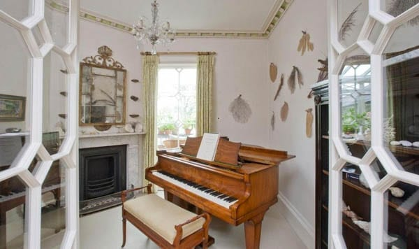 Fun at Faringdon – Faringdon House, Faringdon, Oxfordshire, SN7 8AE – To rent for £12,000 per month ($15,400, €14,200 or درهم56,700) through Knight Frank – Home of writer Sofka Zinovieff, former home of eccentrics 14th Lord Berners and Robert 'The Mad Boy' Heber-Percy, built for poet Sir Henry Pye.