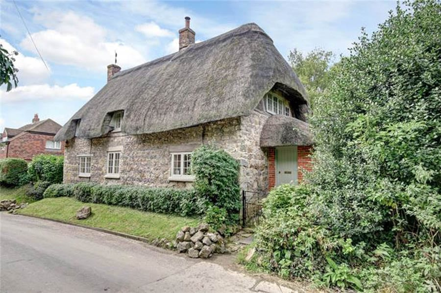 Chocolate Box Perfection – The Old Cottage, Ogbourne St. Andrew, Marlborough, Wiltshire, SN8 1SB – For sale with Hamptons International for £630,000 ($786,000, €743,000 or درهم2.9 million)