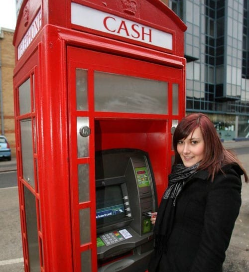 A red telephone box as a cashpoint
