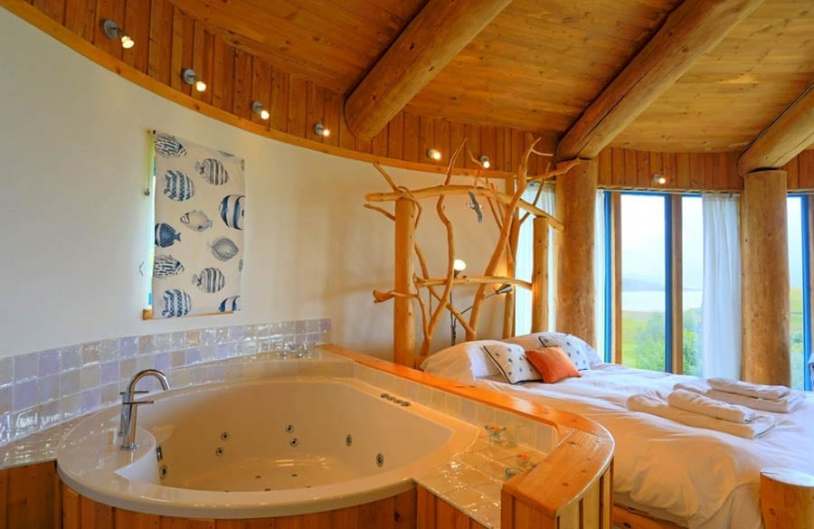 Aspen Lodge and The Seashell, Acharacle Peninsula, Ardnamurchan, Scotland, PH36 4JP, United Kingdom – For sale through Galbraith Group for £450,000 ($596,000, €506,000 or درهم2.2 million) and £250,000 ($331,000, €281,000 or درهم1.2 million)
