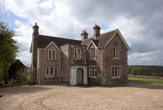 The estate comes complete with a farmhouse and 4 additional cottages