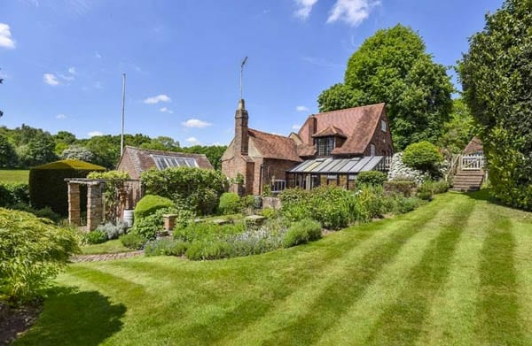 Locking up a constable – Cottage for sale with a cell – Constables Cottage, Dog Kennel Lane, Chorleywood Common, Chorleywood, Rickmansworth, Hertfordshire, WD3 5EL – £1.5 million or $2 million or €1.8 million – John Roberts & Co.