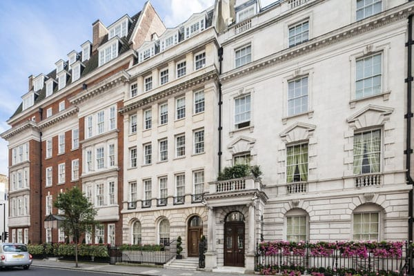 The studio is situated within a grand building next door to the famous restaurant Le Gavroche