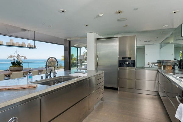 Features include a stainless steel kitchen