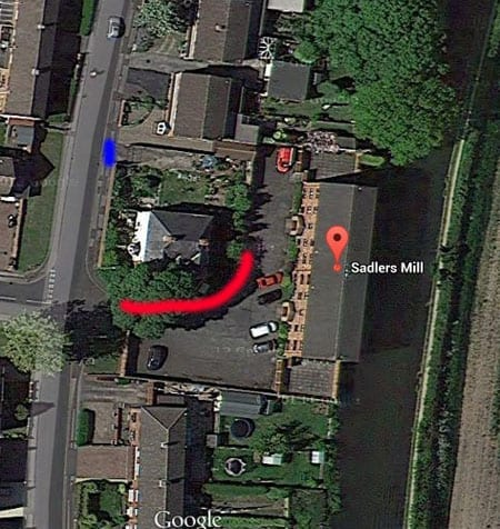 This aerial shot clearly shows that the home of Mr and Mrs Collins has direct access from the highway (access marked in blue, new fence marked in red)