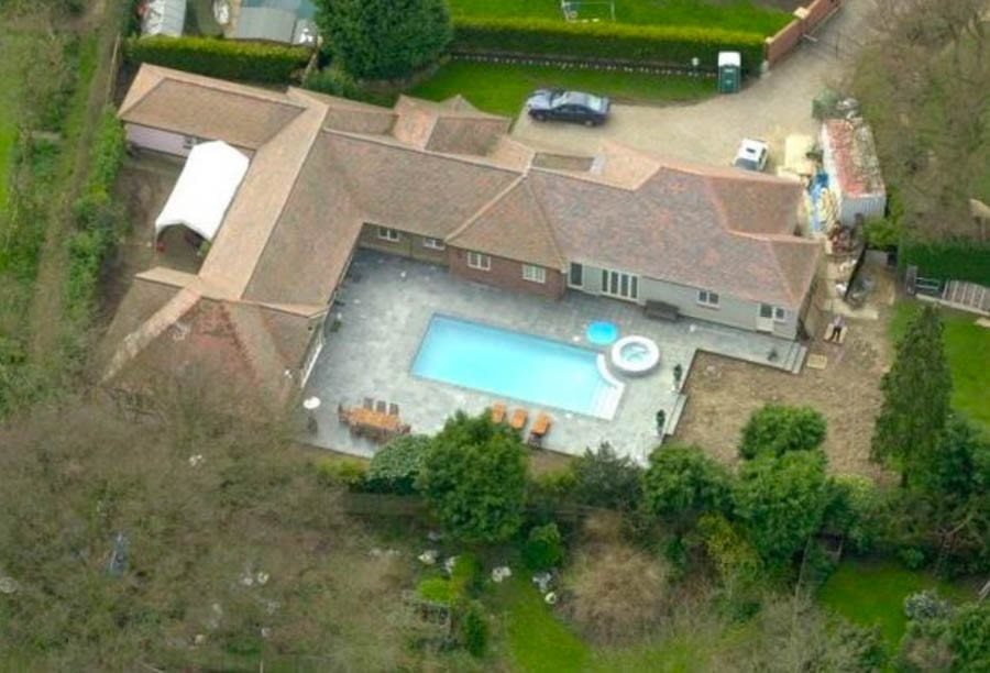Michael Barrymore – It's Time For Answers – Stuart Lubbock was MURDERED claims new detective investigating his death in Michael Barrymore's swimming pool; his father, meanwhile, has his Twitter account suspended.