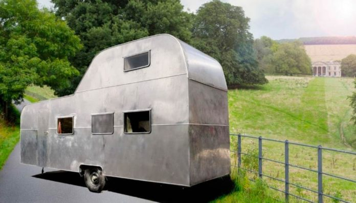 "The King of Caravans – One-of-a-kind ""big caravan-house"" with patio on the roof for sale for £30,000 ($38,500, €33,200 or درهم141,500); the current owner bought it for just £1 and spent £70,000 restoring it – For sale through RM English estate agents in York."
