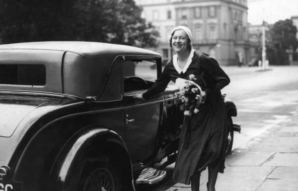 Socialite who got away with murder Elvira Mullens Barney (1904 – 1936) – Elvira Mullens Barney's lover Michael Stephen was shot dead in her Knightsbridge house in 1932. She was cleared but died of a drug overdose.