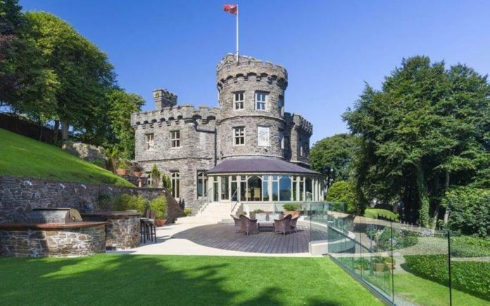 A Romatic's Tower – Harold Tower, Fort Anne Road, Douglas, Isle of Man, IM1 5BN, United Kingdom – For sale through Chrystals for £3.95 million ($5.32 million, €4.50 million or درهم19.56 million).