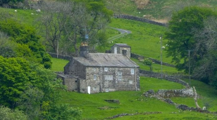 A Refuge for the Reds – High Houses, Snaizeholme, Hawes and High Abbotside, Richmondshire, North Yorkshire, DL8 3NB, United Kingdom – For sale for £325,000 ($421,000, €375,000 or درهم1.5 million) through J. R. Hooper & Co.