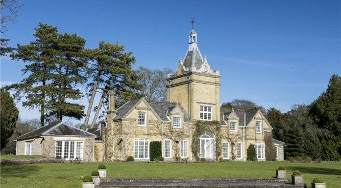 Balancing Bedrooms – Hildon House, Beech Tree Walk, Broughton, Test Valley, Hampshire, SO20 8DQ – For sale through Knight Frank for £2.5 million ($3.1 million, €2.9 million or درهم11.4 million) – Former coach house to Rose Hill