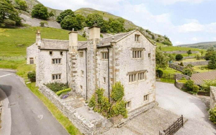 Religious Pigeons – Kilnsey Old Hall, Kilnsey, North Yorkshire, BD23 5PS – £925,000 ($1.14 million or €1.03 million) – Carter Jonas and Harrison Boothman
