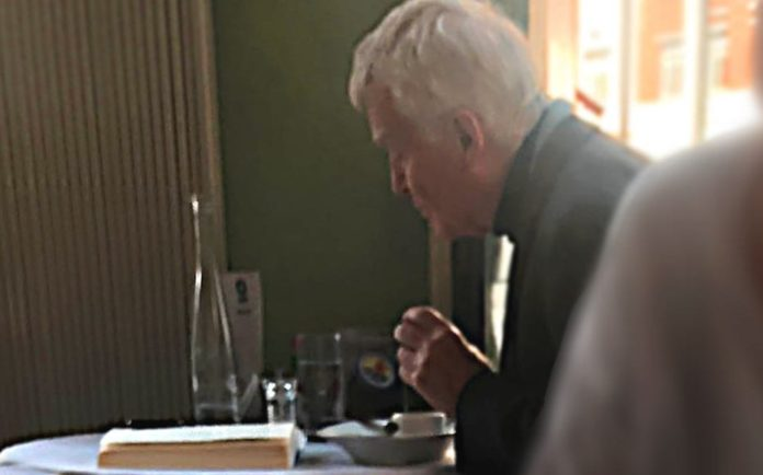 Munching Moseley spotted Breaking News – Max Mosley at Bibendum – Businessman and harsher press regulation supporter Max Mosley spotted reading 'Breaking News' in South Kensington.