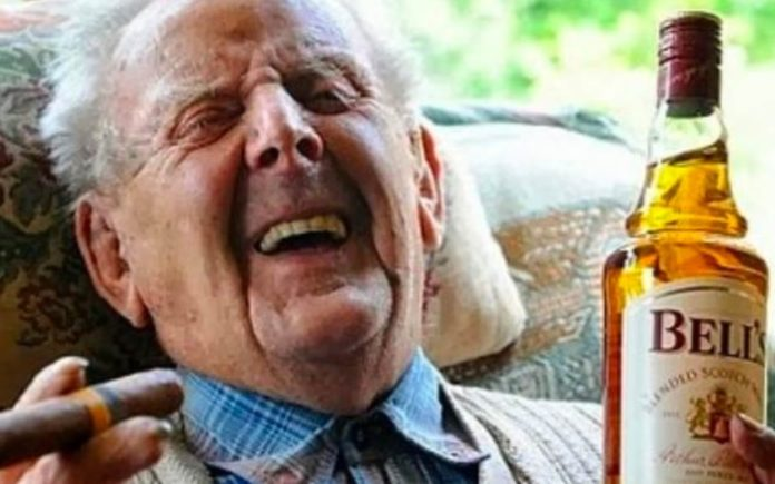 Going For Booze – Study reveals old aged folk who get fat and enjoy a tipple or two tend to live longer.