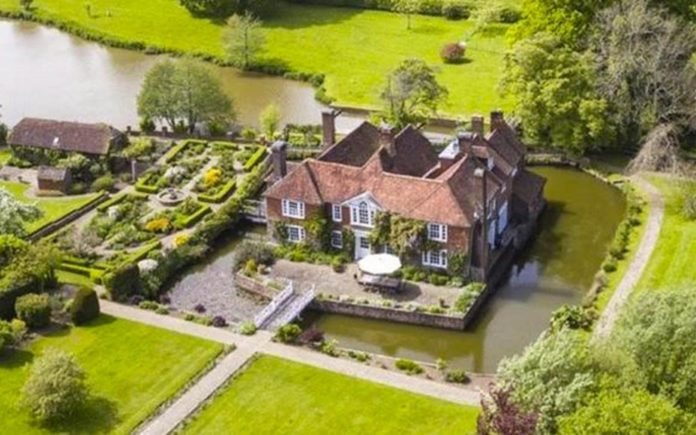 A Parson's Moat – Chailey Moat, Chailey Green, East Sussex, United Kingdom, BN8 4DA – £5 million ($6.3 million or €5.9 million or درهم‎‎23.2 million)