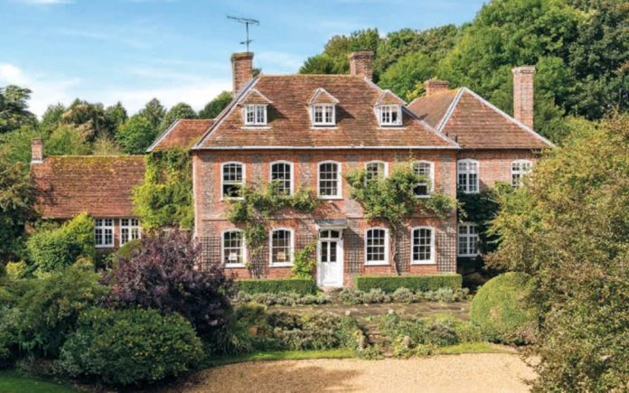Mind Your Manor – The Manor House, Cholderton, Salibsury, Wiltshire, SP4 0DW – £3.85 million ($4.8 million, €4.5 million or درهم17.7 million)