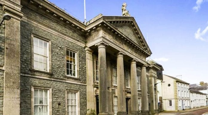The Old Court House, Castle Ditch, Caernarfon, Gwynedd, Wales, LL55 2AY – £525,000 ($657,000, €620,000 or درهم2.4 million) – Reduced from £650,000 ($814,000, €768,000 or درهم3 million) through Beresford Adams