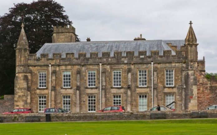 A Dean's Palace – £2.5 million for The Old Deanery, Wells, Somerset, United Kingdom, BA5 2UG – Lodestone Property offer The Old Deanery with a guide price of £2.5 million ($3.2 million, €2.8 million or درهم11.7 million) and seek best and final offers by 12 noon on Thursday 12th September 2019.