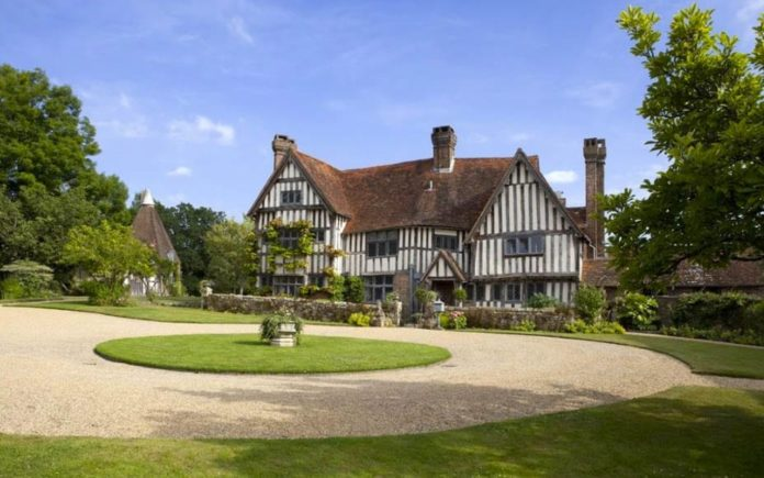 Barbed Manors – Waystrode Manor, Spode Lane, Cowden, Edenbridge, Kent, TN8 7HW – For sale for £3.95 million ($4.81 million, €4.56 million or درهم 17.65 million) through Savills – Neighboring estate to Leighton Manor, owned by EuroMillions winners Neil Trotter and Nikki Ottaway