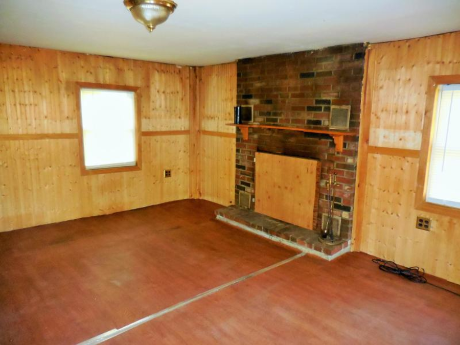 Come Enjoy! £48,300 ($59,900) for 14 Smith Hill Road, Wellington, Piscataquis County, Maine, ME 04942, United States of America – Edwardian cottage with 22 acres of land in Wellington, Maine for sale for the same price as a brand new Land Rover Discovery.